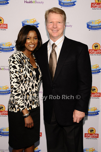 Lori Stokes, Phil Simms<br /> <br /> photo by Rob Rich © 2010 robwayne1@aol.com 516-676-3939