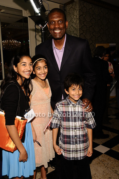 Albert King and children<br /> <br /> photo by Rob Rich © 2010 robwayne1@aol.com 516-676-3939