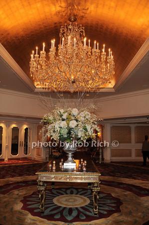 atmosphere @ Garden City Hotel<br /> photo by Rob Rich © 2009 robwayne1@aol.com 516-676-3939