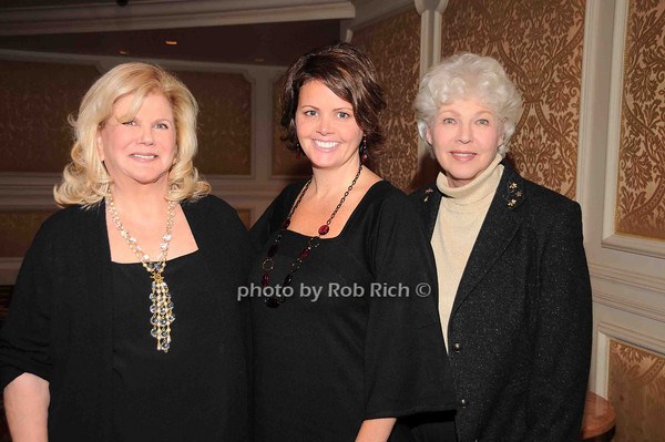 Roberta, Alyson, Gloria<br /> photo by Rob Rich © 2009 robwayne1@aol.com 516-676-3939