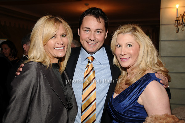 Leesa Rowland, Peter Rosenblum, Michelle Walker<br /> photo by Rob Rich © 2010 516-676-3939 robwayne1@aol.com