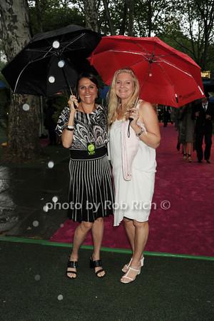Rainy arrivals photo by Rob Rich/SocietyAllure.com © 2014 robwayne1@aol.com 516-676-3939