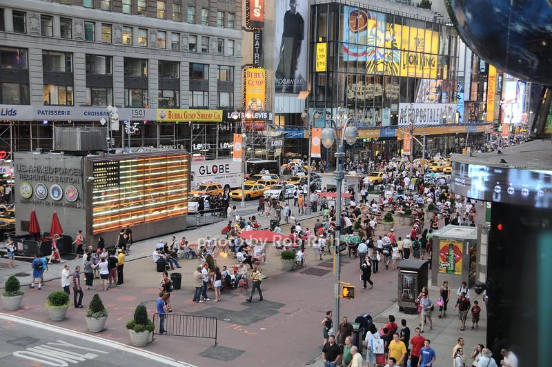Times Square<br /> photo by Rob Rich © 2010 robwayne1@aol.com 516-676-3939