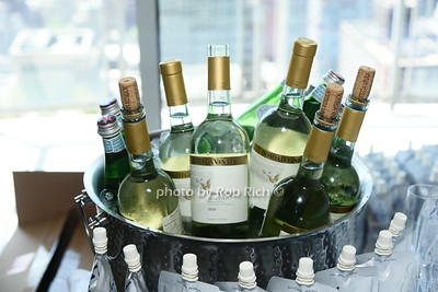 wine photo by Rob Rich/SocietyAllure.com ©2017 robrich101@gmail.com 516-676-3939