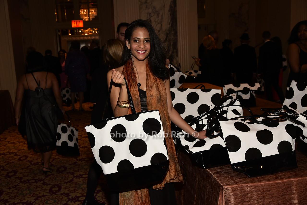 distributing gift bagsphoto by Rob Rich/SocietyAllure.com © 2016 robwayne1@aol.com 516-676-3939