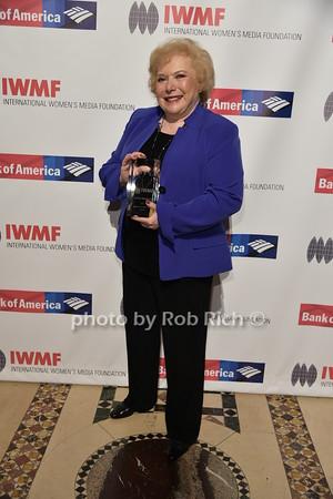 Linda Deutsch photo by Rob Rich/SocietyAllure.com © 2015 robwayne1@aol.com 516-676-3939
