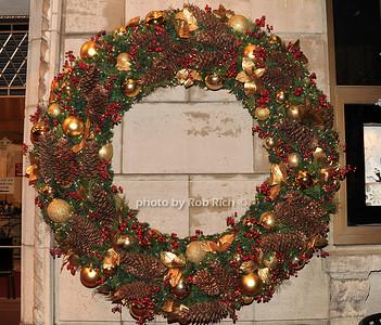holiday wreath photo by Rob Rich/SocietyAllure.com © 2011 robwayne1@aol.com 516-676-3939