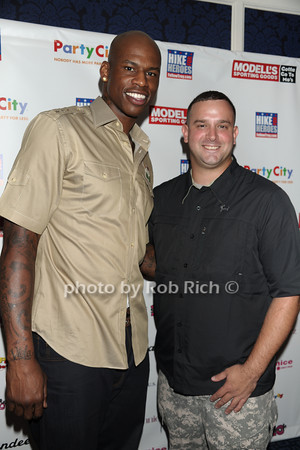 Al Harrington, Troy Yocum photo by Rob Rich © 2011 robwayne1@aol.com 516-676-3939