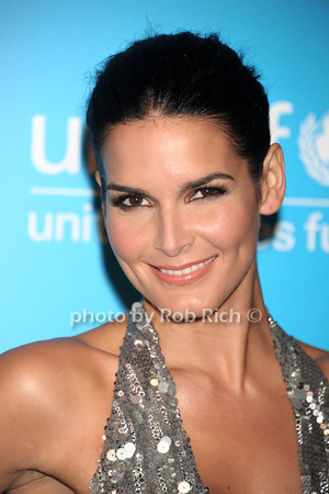 Angie Harmon photo by Rob Rich/SocietyAllure.com © 2011 robwayne1@aol.com 516-676-3939