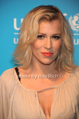 Natasha Bedingfield photo by Rob Rich/SocietyAllure.com © 2011 robwayne1@aol.com 516-676-3939