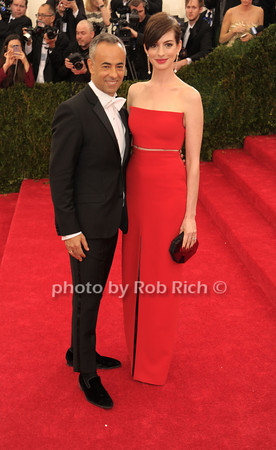 Francisco Costa and Anne Hathaway photo by Rob Rich © 2014 robwayne1@aol.com 516-676-3939