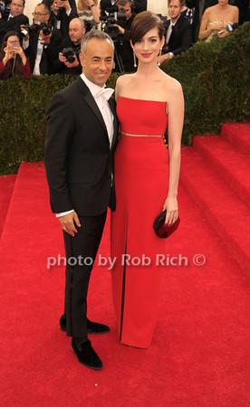 Francisco Costa and Anne Hathaway photo by Rob Rich © 2014 robwayne1@aol.com 516-676-3939