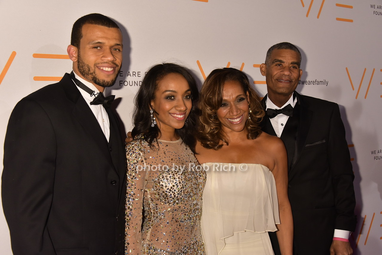 Kathy Sledge (Sister Sledge) and family photo by Rob Rich/SocietyAllure.com © 2016 robwayne1@aol.com 516-676-3939