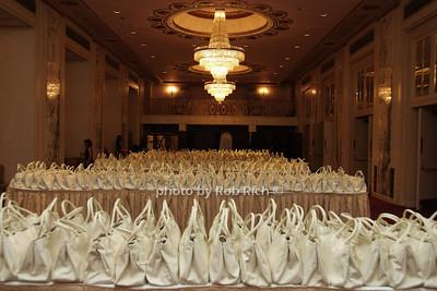 gift bags  photo by Rob Rich © 2008 robwayne1@aol.com 516-676-3939