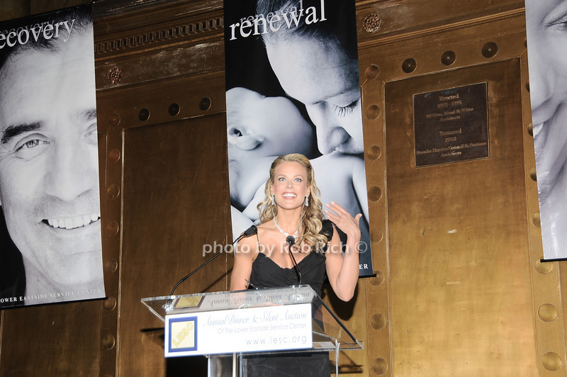 Heidi Albertsen<br /> photo by Rob Rich © 2010 robwayne1@aol.com 516-676-3939