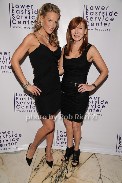 Heidi Albertsen, Nicole Miller<br /> photo by Rob Rich © 2010 robwayne1@aol.com 516-676-3939