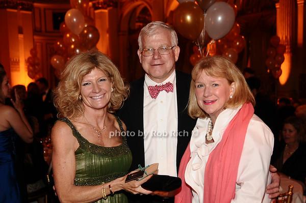 Maecia Pfluge, Steve Snablely, Peggy Snabely<br /> photo by Rob Rich © 2010 robwayne1@aol.com 516-676-3939