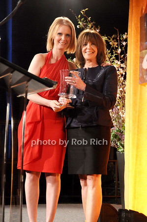 Cynthia Nixon, Linda Kaplan Thaler<br /> photo by Rob Rich © 2010 516-676-3939 robwayne1@aol.com