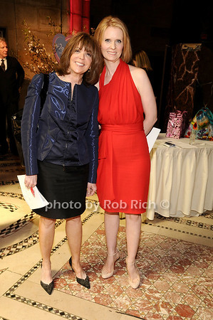 Linda Kaplan Thaler, Cynthia Nixon<br /> photo by Rob Rich © 2010 516-676-3939 robwayne1@aol.com