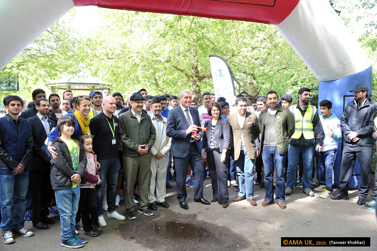 Volunteers were joined by Peter Shilton, former England international goalkeeper, Justine Greening MP, Secretary of State for International Development, Jane Ellison MP, local MP for Battersea and Parliamentary Under Secretary of State for Public Health and Lord Ahmad of Wimbledon.