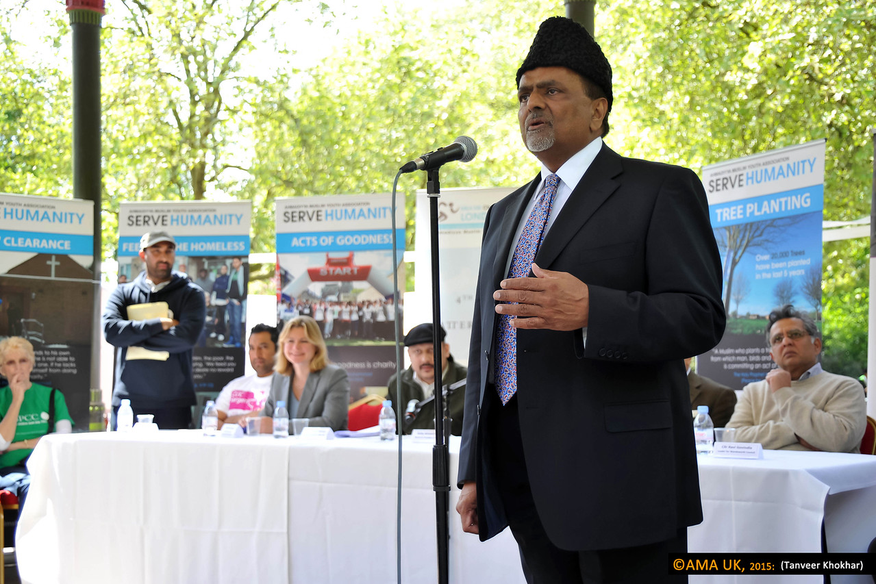 Rafiq Hayat, the National president of the Ahmadiyya Muslim Association UK praised the efforts of the walkers and the organisers on yet another very succesfull event.