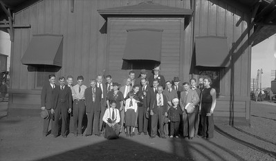 2021.009.02.002--charles stats PC neg [Doc Yungmeyer]--AT&SF--group of railfans posting--Shopton (Fort Madison) IA--1938 1016
