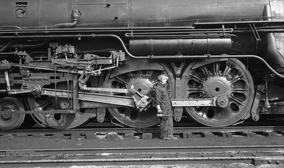 2021.009.02.006--charles stats PC neg [Doc Yungmeyer]--AT&SF--steam locomotive 4-6-4 3464 at Corwith yard with engineer O Ernst--Chicago IL--1938 0410