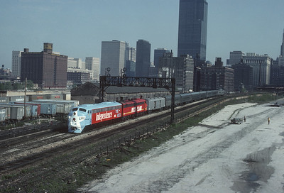 2021.009.1.011--charles stats 35mm kodachrome [RP Campbell]--CRI&P--EMD diesel locomotive 652 on commuter passenger train at Roosevelt Road--Chicago IL--1976 0516
