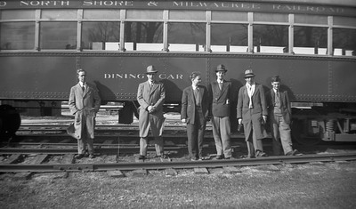 2021.009.4.017--charles stats 116 neg [Raymond Colombe]--CNS&M--fans posing in front of diner--Highwood IL--c1938 0000