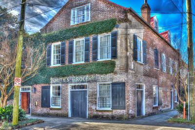 Savannah's shops, streets & historic buildings