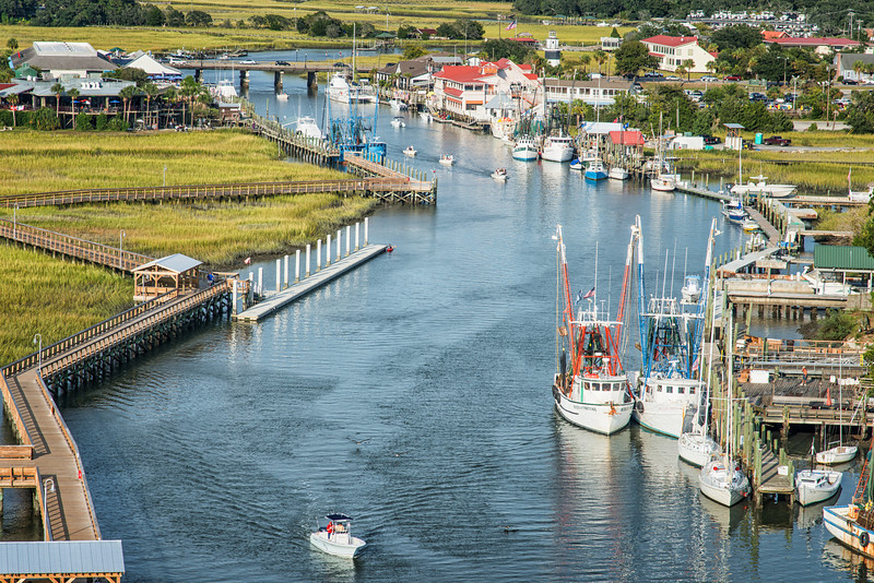 Shem Creek Park, restaurants and boating