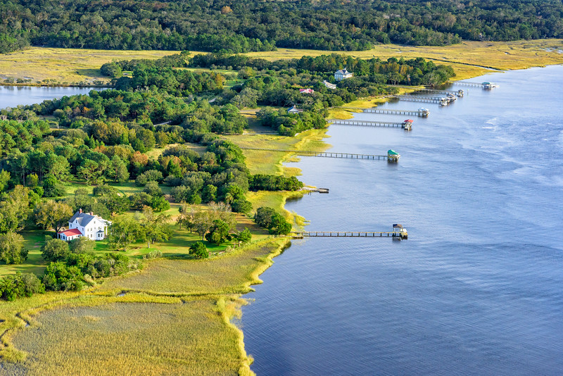 Waterfront homes on the Wadmalaw River