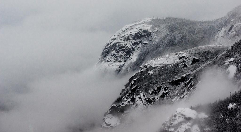 Vue sur les faces rocheuses du Mont du Gros Bras et du Mont du Dôme