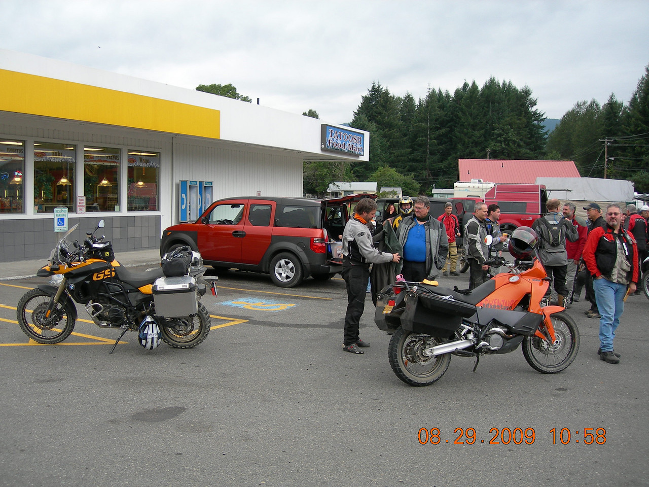 The only BMW F800GS at the event ridden by the GM of Ride West BMW.  It was very nicely setup wtih all the farkles.