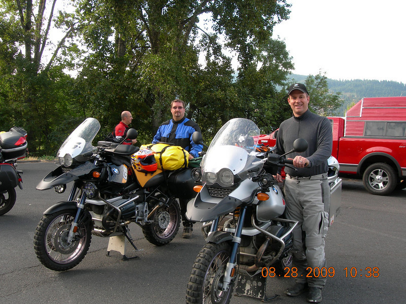The morning of the official start of the ride at the in the parking lot of the Mt. Adams Chamber of Commerce on the WA. side of the Hood River bridge.  Jeff and I are ready to rock!