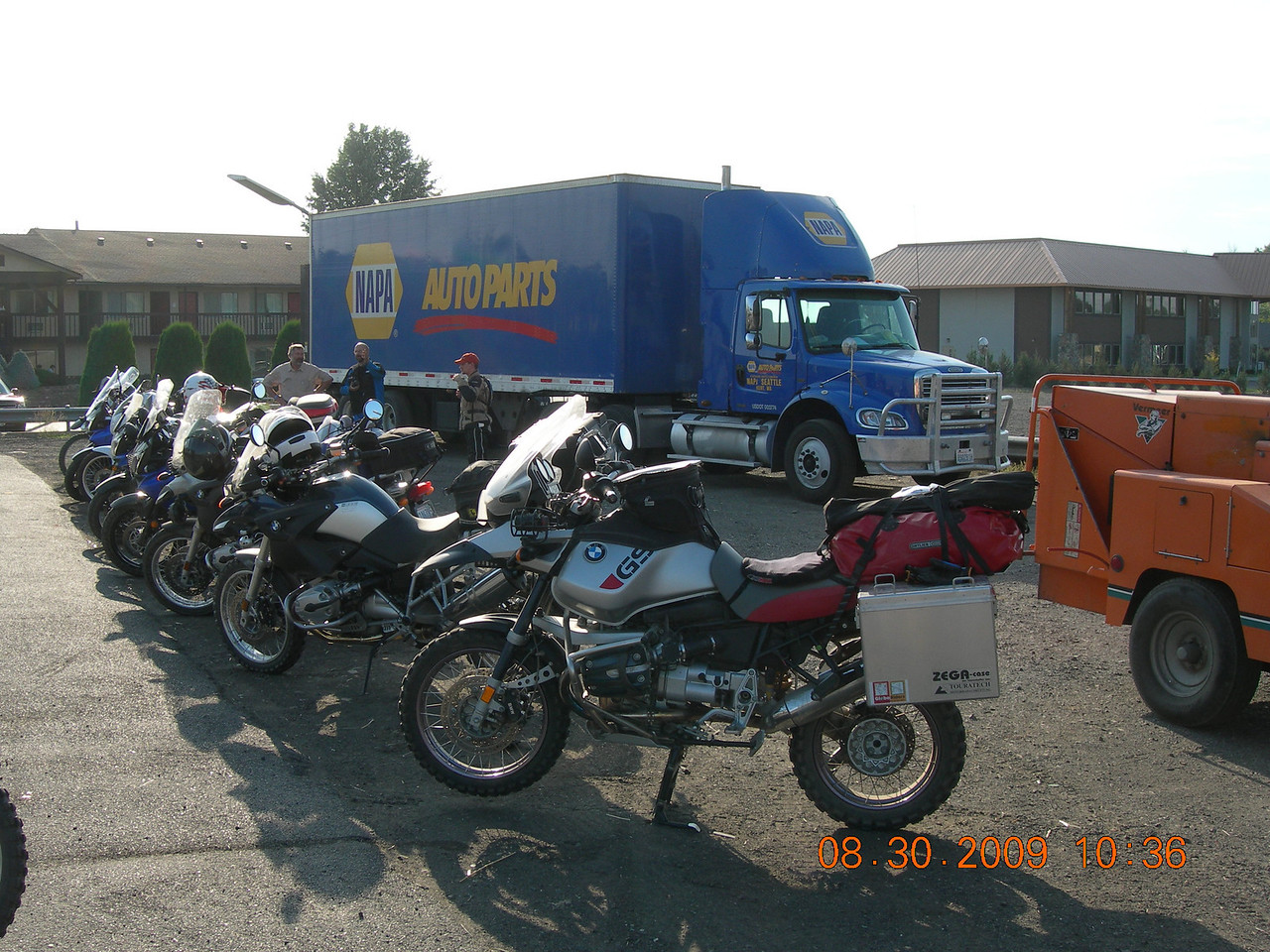 The meeting poing for Day 3 at the Ellensburg Chevron off I-90.  Bikes starting to trickle in...