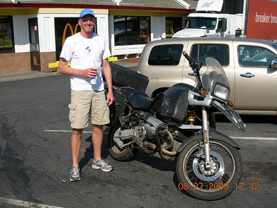 We met this guy David at the Hood River McDonalds.  He had been around the world on this GS1100 from '95 to '02.  Really nice guy on his way back to his home state of TX.