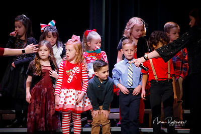 C and L Christmas play 2019-3