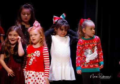 C and L Christmas play 2019-16