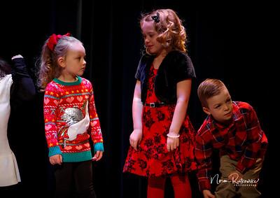 C and L Christmas play 2019-15