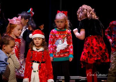 C and L Christmas play 2019-13
