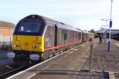 67005 reverses in Newton Abbot, having pulled out of Hackney Yard, to head for Exeter to collect Prince Charles from Exeter 11/09/09  Watch the video at: http://www.youtube.com/watch?v=XJi2s2smUr8