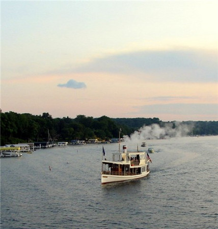 Summer evening aboard the Steam Yacht Louise