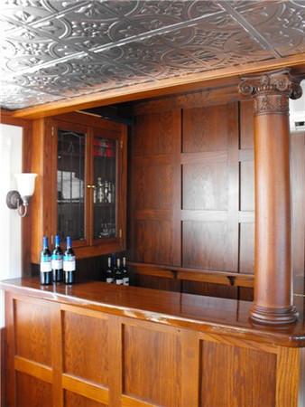 Full Mahogany bar aboard the Duchess.
