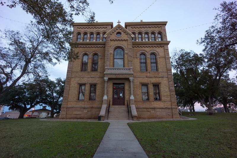 County seat, Llano