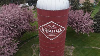 Jonathan, Chaska