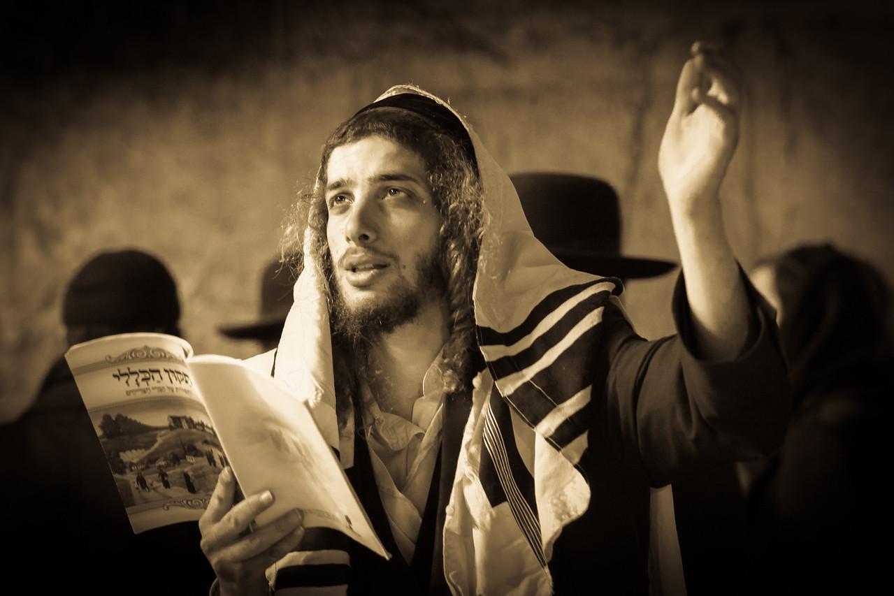 chasidim at the wall