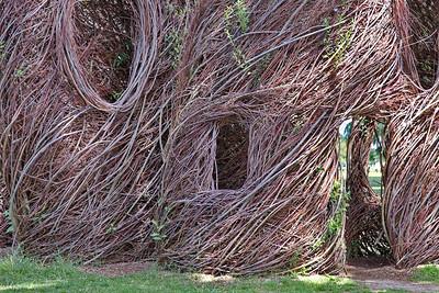 Patrick Dougherty : Dans le Parc du château de Chaumont sur Loire, l'artiste américain Patrick Dougherty a dessiné des formes à la fois aérienne et végétales. Monumentales, profondément inspirées par le lieu, elles interpellent les visiteurs, aux détours des bosquets, par leur allure mi-naturelle, mi-architecturale.
