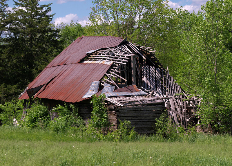Old barn off of East Valley Rd