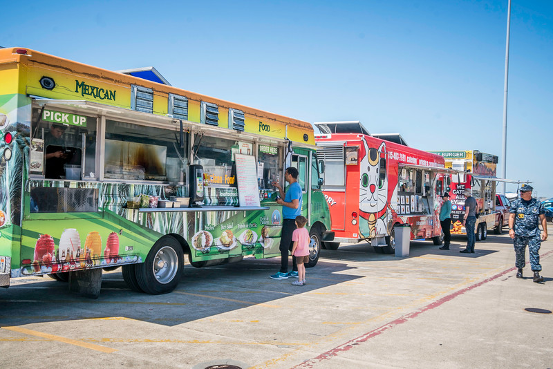 Alameda Point Food Trucks